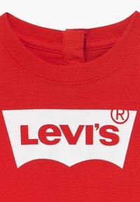Levi's® - BATWING TEE - Print T-shirt - super red - 3