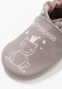 Robeez - PRINCESSFROG - First shoes - gris/rose - 5