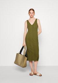 Banana Republic - DOUBLE V COLUMN - Jersey dress - jungle olive - 1