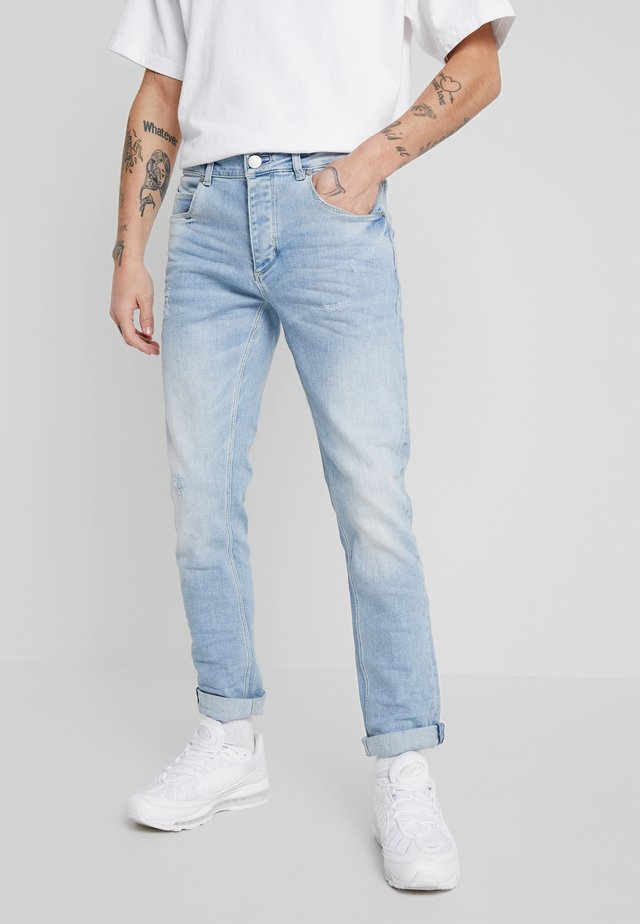 REY SUMMER  - Vaqueros tapered - light blue denim