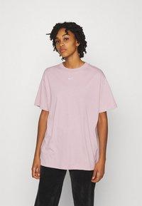 Nike Sportswear - Print T-shirt - champagne/white - 0