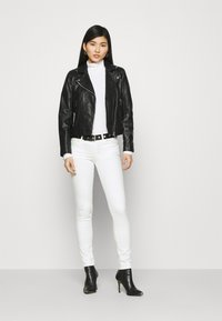 Guess - CURVE - Jeans Skinny Fit - paper moon - 1