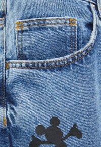 Bershka - MIT MICKY MAUS - Jeans baggy - blue denim - 5
