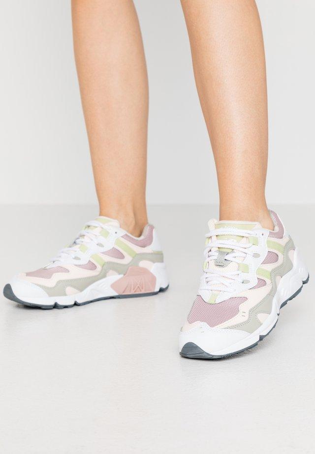 WL850 - Sneakers laag - pink