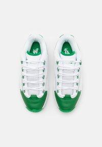 Reebok Classic - QUESTION LOW - Sneakers laag - glen green/footwear white - 3