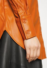Who What Wear - OVERSIZE  - Blouse - cognac orange - 6