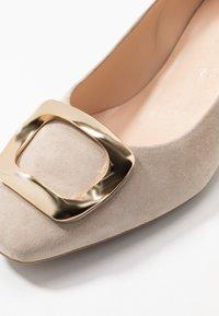 Peter Kaiser - PAULINE - Classic heels - sand platin - 2