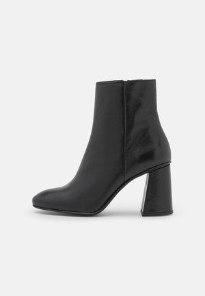 VMKLARA BOOT - Korte laarzen - black