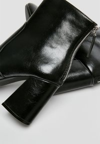 PULL&BEAR - Ankle boots - black - 2