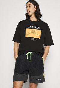 Jordan - Shorts - black/smoke grey/citron pulse/electric green - 3