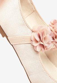 Next - PINK 3D FLOWER BALLET SHOES (OLDER) - Ankle strap ballet pumps - pink - 4