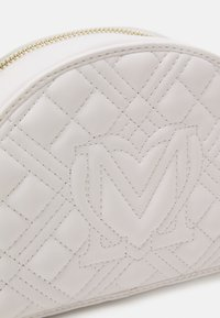 Love Moschino - QUILTED SOFT - Across body bag - bianco - 6