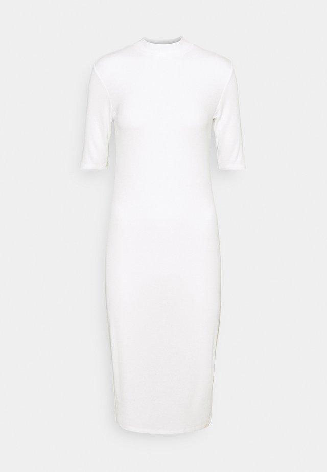 KROWN TSHIRT DRESS - Stickad klänning - porcelain