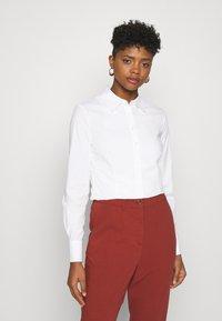 Scotch & Soda - SLIM FIT CLASSIC SHIRT - Button-down blouse - white - 0