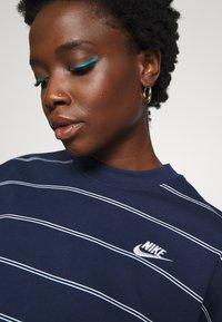 Nike Sportswear - STRIPE - Jumper - midnight navy/white - 6