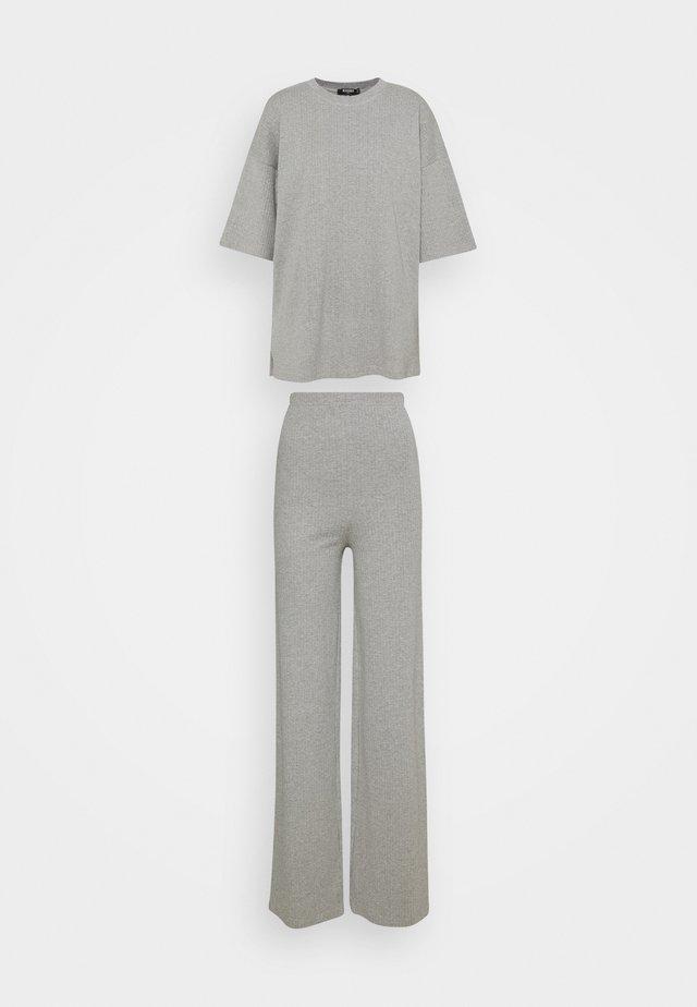 TEE AND WIDE LEG SET - Bukser - grey