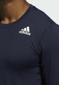 adidas Performance - Turf PRIMEGREEN TECHFIT WORKOUT COMPRESSION LONG SLEEVE T-SHIRT - Sports shirt - blue