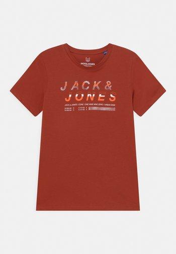 JCOBOOSTER CREW NECK  - Print T-shirt - red ochre