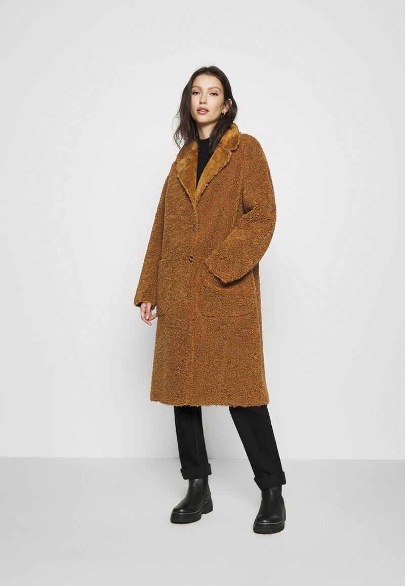 Scotch & Soda - LONG REVERSIBLE JACKET - Zimní kabát - camel
