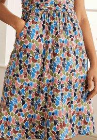 Boden - EFFIE  - Jersey dress - naturweiß, palme - 3