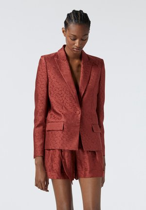 Classic coat - pin01