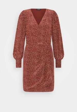 DRESS - Shift dress - burgundy
