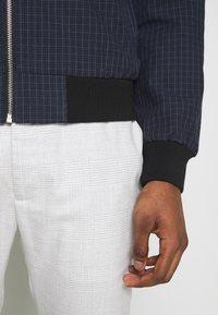 Burton Menswear London - BLACK MINI CHECK  - Bomberjacke - black - 5