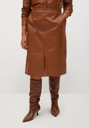 JAMIE - Leather skirt - mittelbraun