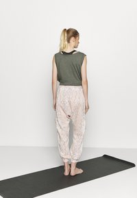 Free People - RISE TO THE SUN PRINTED - Tracksuit bottoms - pink - 2