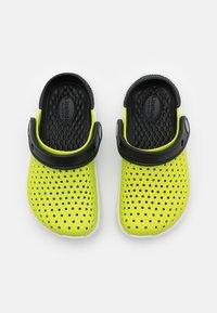 Crocs - LITERIDE UNISEX - Sandály do bazénu - lime punch/black - 3