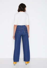 Lee - WIDE LEG - Jeans relaxed fit - rinsed denim - 3