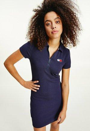 ESSENTIAL BADGE MINI  - Shift dress - twilight navy