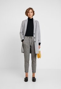 TOM TAILOR - CHECKED PANTS TAPE - Tracksuit bottoms - black/white/yellow/grey - 2