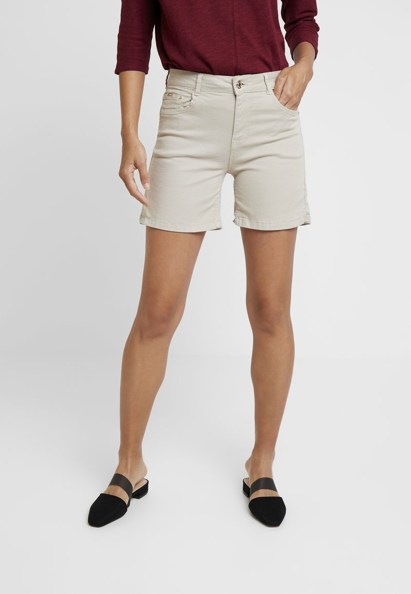 Cortefiel - BASIC - Jeansshorts - beige/camel