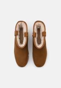 UGG - CLASSIC WEATHER MINI - Winter boots - chestnut - 4