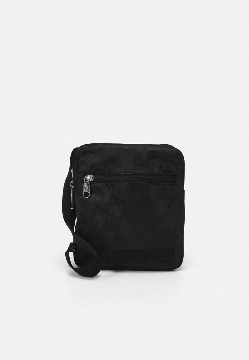 Calvin Klein Jeans - MICRO REPORTER - Taška spříčným popruhem - black