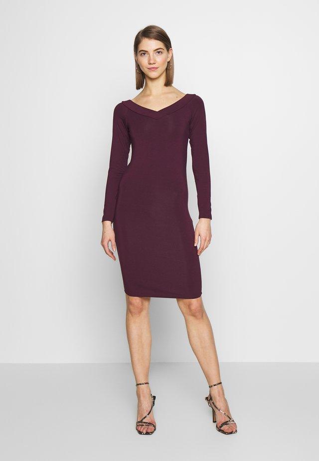 PCMALIVA DRESS - Sukienka etui - winetasting