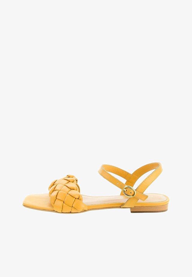 CASSELE - Sandalen - yellow