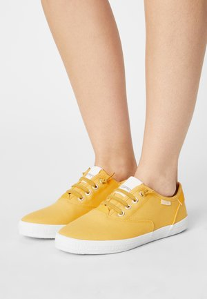 NITA - Sneakers laag - yellow