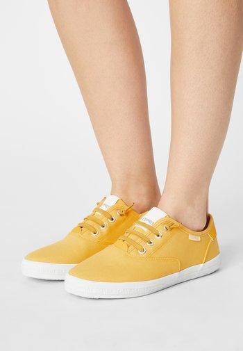NITA - Zapatillas - yellow