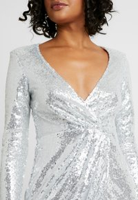 Nly by Nelly - SEQUIN WRAP GOWN - Gallakjole - silver - 5