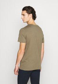 Jack & Jones - JORTIMES TEE CREW NECK 5 PACK - Basic T-shirt - dark blue/black/white/light grey/khaki - 2