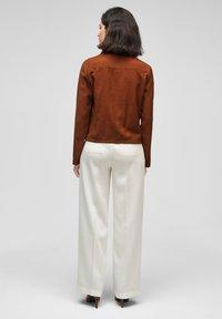 s.Oliver BLACK LABEL - MIT DURCHZUGKORDEL - Summer jacket - americano brown - 2