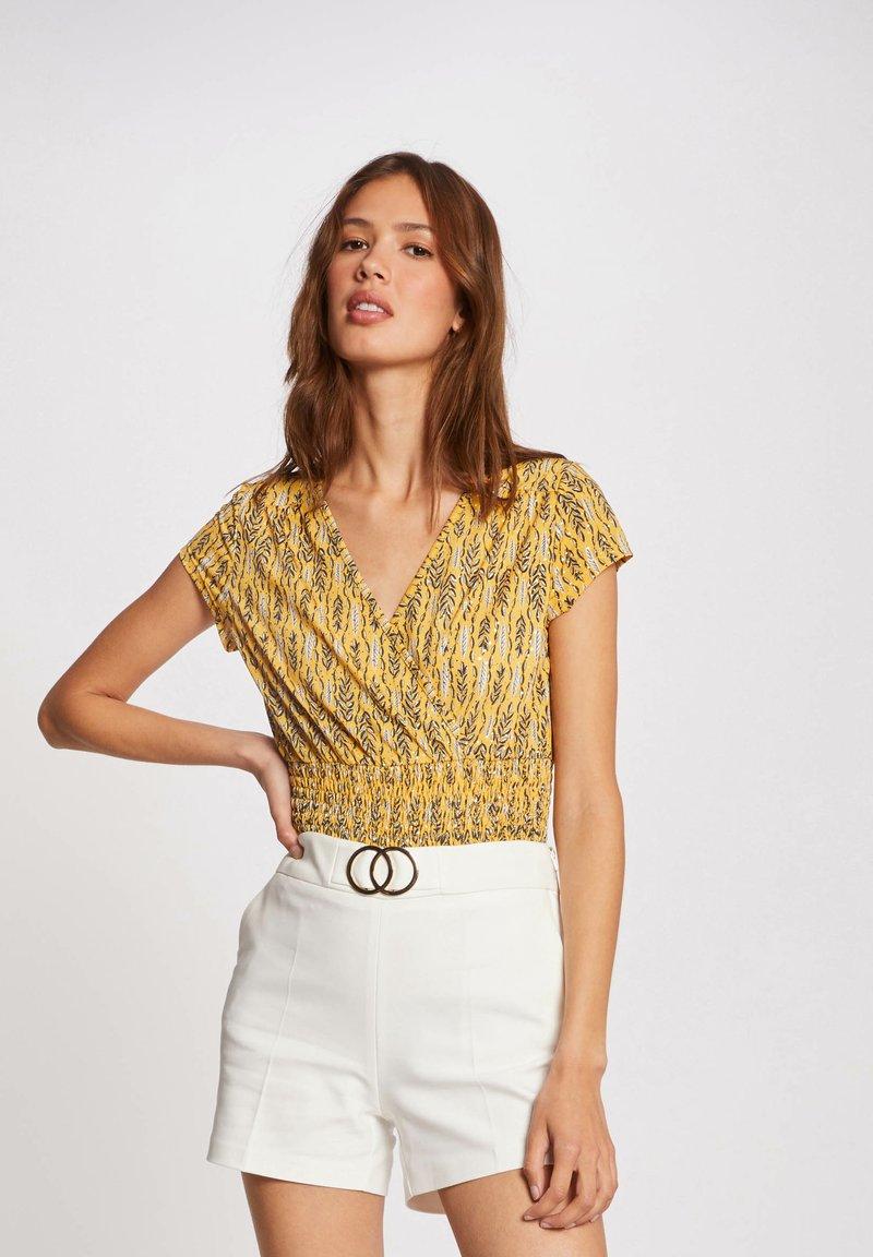 Morgan - VEGETAL PRINT - Print T-shirt - yellow
