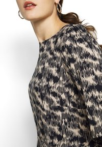 ONLY Carmakoma - CARGRAP - Blouse - cement - 5