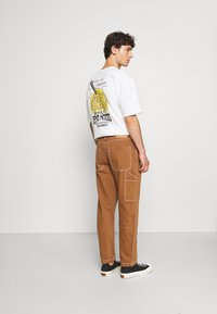 Levi's® - TAPERED CARPENTER - Relaxed fit jeans - toffee - 2