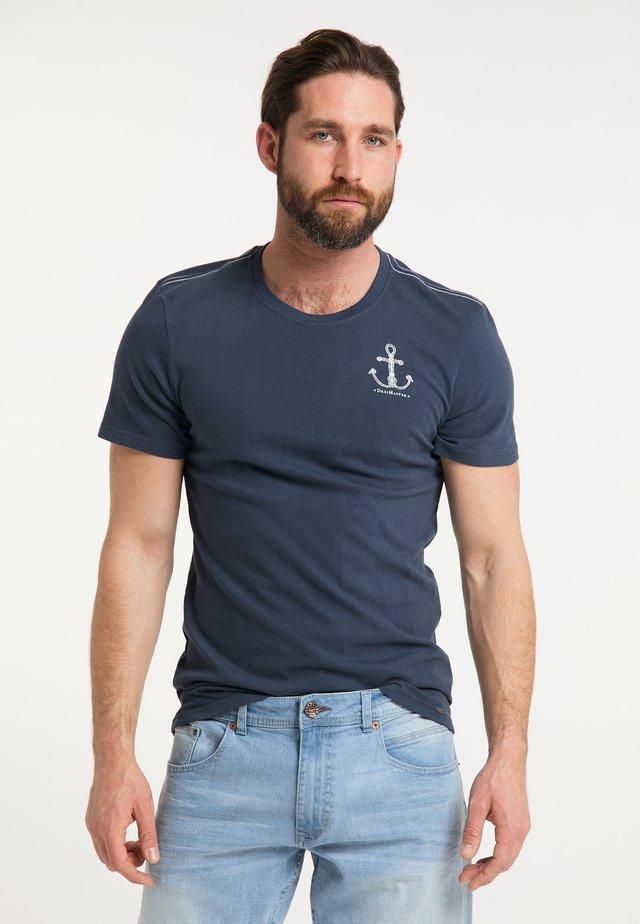 DREIMASTER T-SHIRT - Print T-shirt - marine