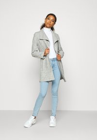 Vero Moda - VMBRUSHEDDORA JACKET - Zimní kabát - light grey melange - 1