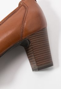 Tamaris - COURT SHOE - Escarpins - cognac - 2