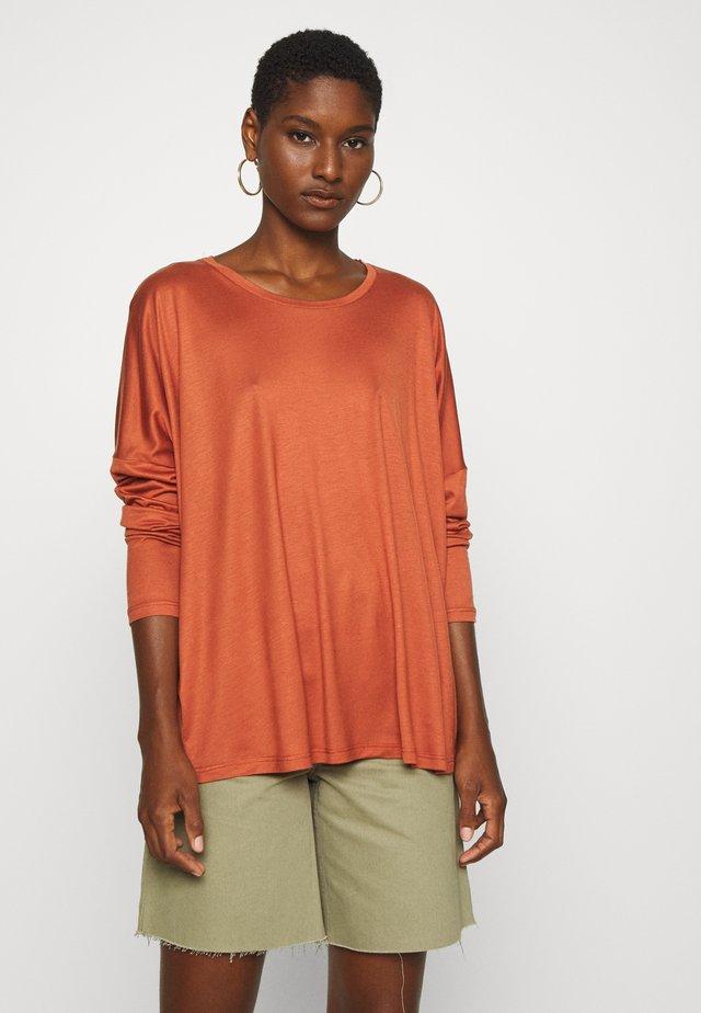 Langærmede T-shirts - auburn